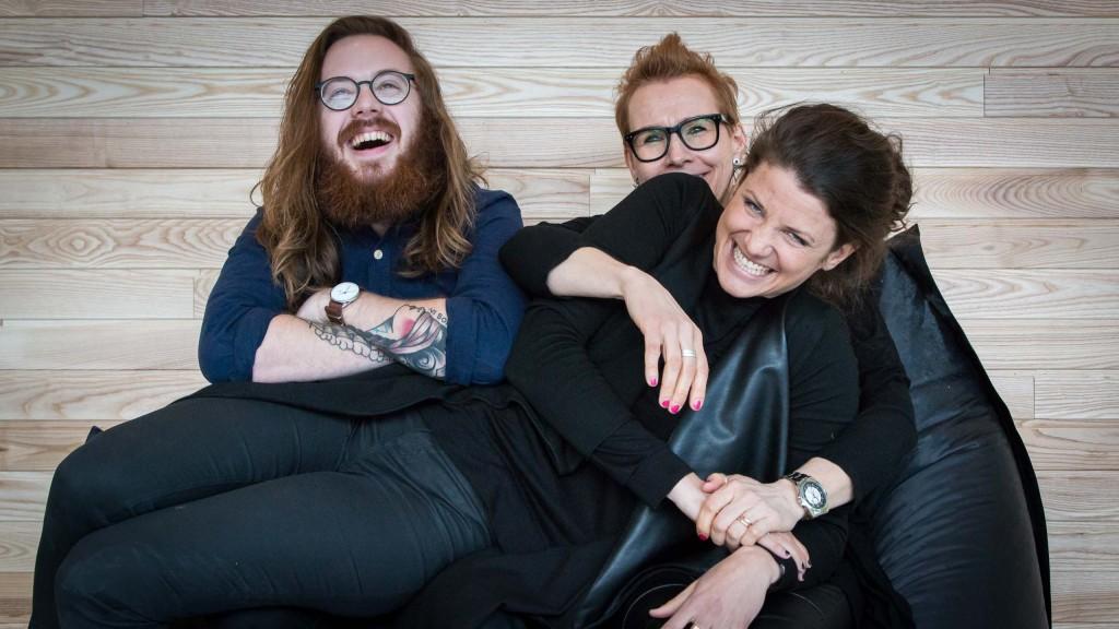 Det är alltid nära till skratt när Mathias, Britt-Marie och Lisa är i farten.