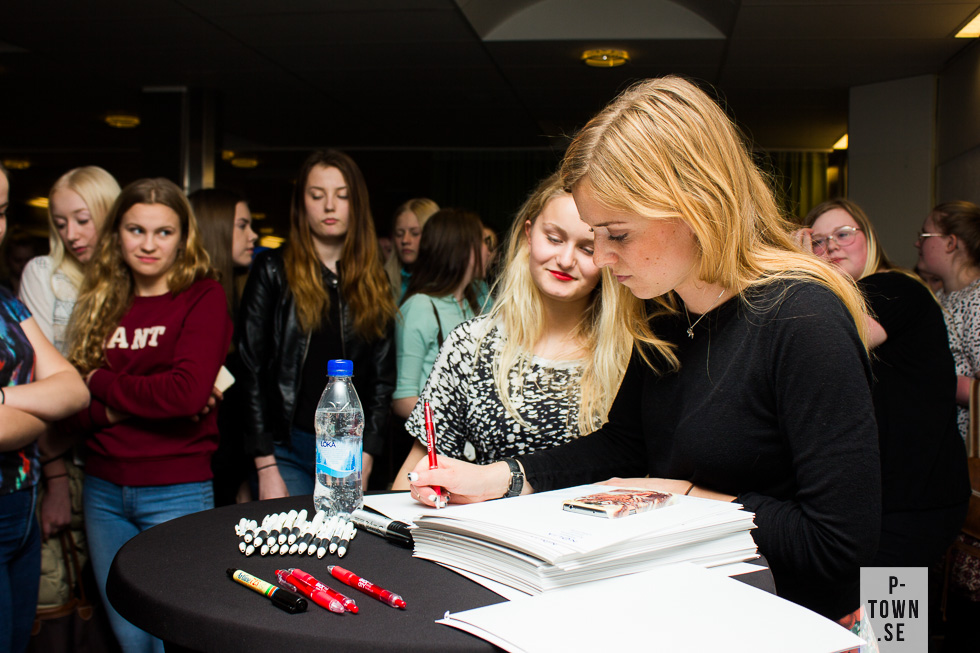 Autografskrivning en onsdag i Piteå.