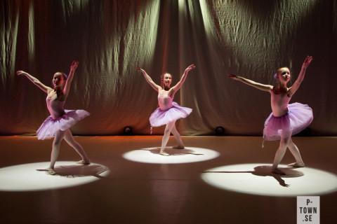 Svenska balettskolan i Piteå gjorde ett bejublat framträdande igår.