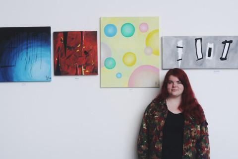 Irma Holmberg har skildrat musikgenrer i form av akryltavlor.
