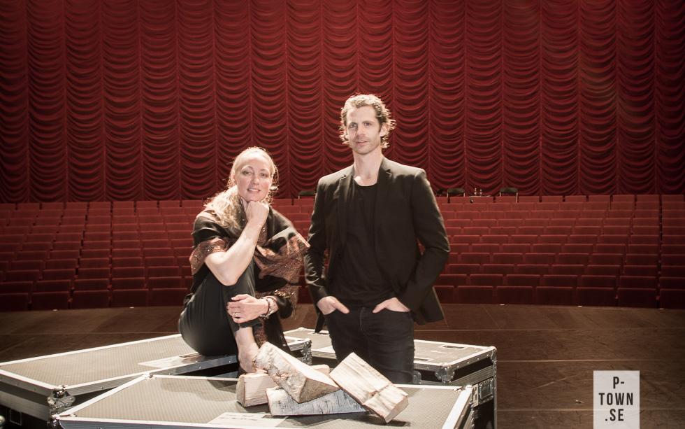 """VI kunde inte låta bli att """"arrangera"""" en bild i Christinasalens fina miljö. Dans i Nords Marie Larsson Sturdy och Olof Westering agerade modeller med bravur."""