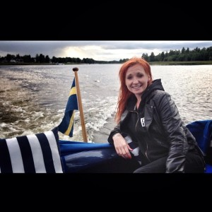 Fri som en fågel. Isfiske om vintern och båtliv på somrarna förgyller Vivekas liv.