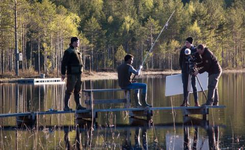 I en av scenerna får vi följa Stefan och Berekrat på fisketur.