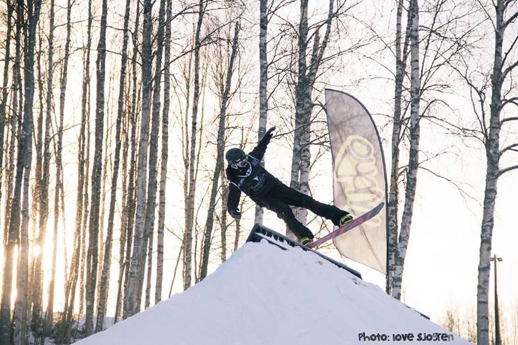 I Vännäs, en av tävlingarna i Swedish Snowboard Series där Gustaf vann totalen.