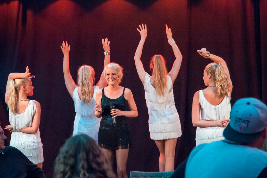 Emmy Westbom är tillbaka på sång efter en tids mammaledighet. Emmys har både en varm röst och personlighet som går hem hos publiken.