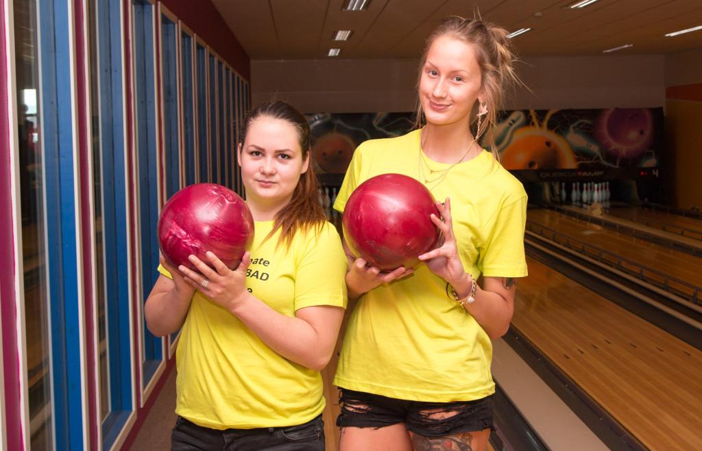 Sara till vänster vann över peppiga Paulina.
