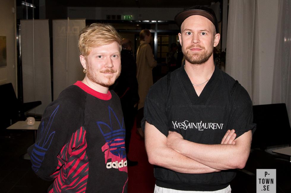 """Marcus Baldemar till vänster är Dans i Nords koreograf i residens. Till höger ser vi Daniel Åkerström Steen. Båda medverkar i Dansfestens avslutningsföreställning """"Reading Rhyme"""" som som framförs ikväll klockan 19 i Black Box, Acusticum."""