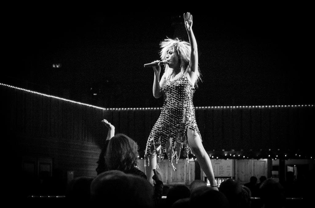 Publiken vaknade till liv när en viss Tina Turner klev in på scen, här gestaltad av Cristina von Kern.