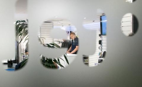 Under stort hemlighetsmakeri har den nya lokalen smyckats ut. Idag slår Telemäklarnas nya portar upp för allmänheten.