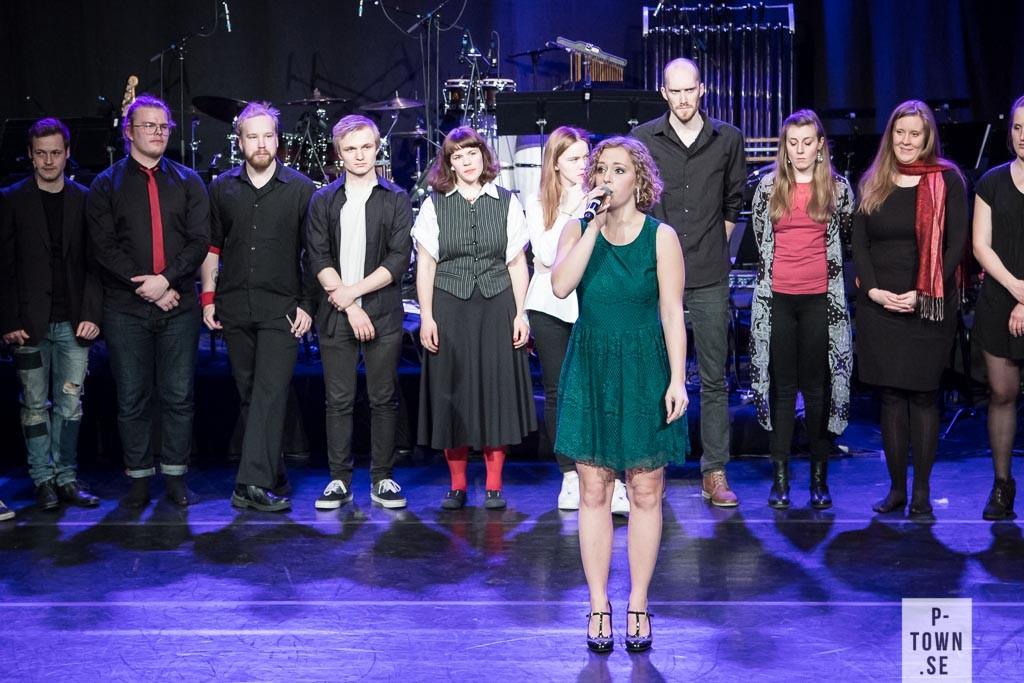 Producent och koreograf Jenny Strandberg var tagen efter föreställningen och tog emot publikens varma applåder. Välförtjänt.
