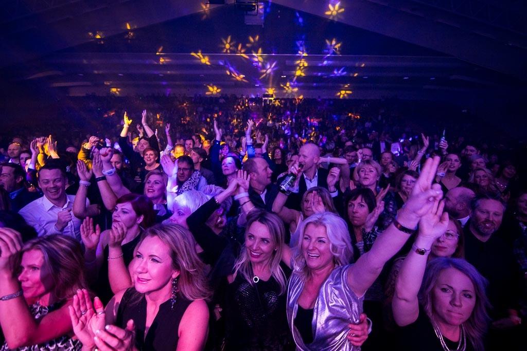 Så här brukar stämningen vara på Trettondagsafton på Pite Havsbad. Bilden är från Great Gigs konsert i november.