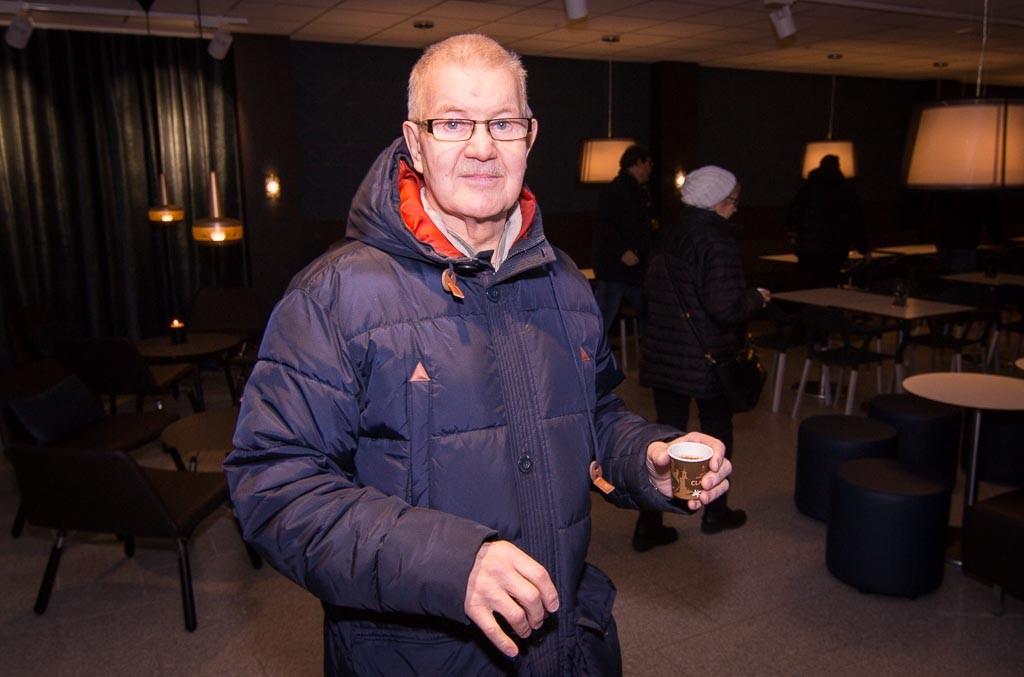 Det bjöds på kaffe från Arvid Nordqvist. Inte helt fel.