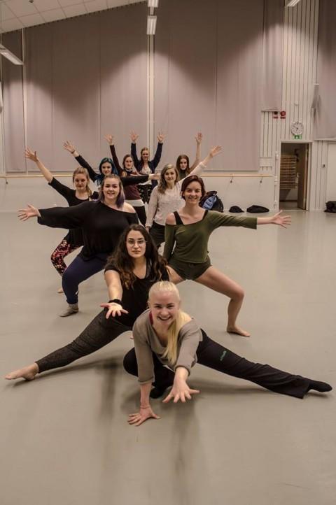 Årets dansare taggar inför  4 mars. Foto: Nicole Gartz.