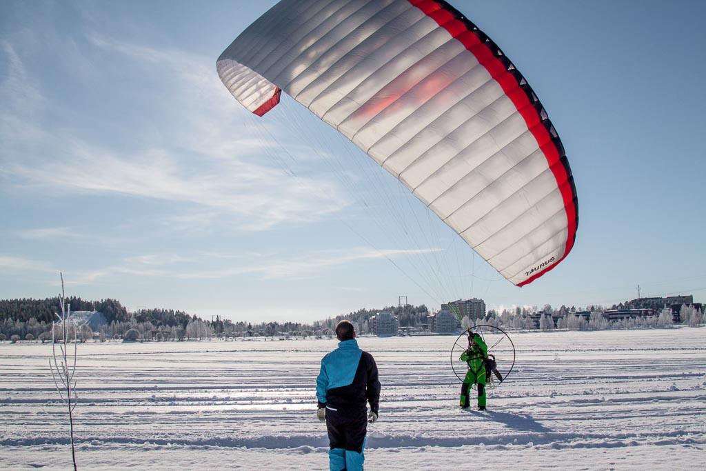 Skärmflygning var en populär aktivitet under Piteå Outdoor Day. Foto: Andreas Gärdnert.