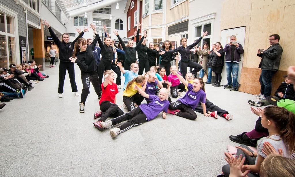 Musik och dansskolans danslinje bjöd på en publikfriande föreställning efter priscermonin. Fler bilder på knappen nedan.