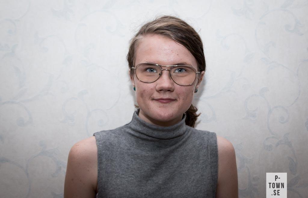Sara Persson, 17 år, Hemmingsmark. Linje: Restaurang- och livsmedelsprogrammet. Framtidsdrömmar: Jobba på en restaurang eller i ett kök där jag får laga mat och servera till folk. Tatuering: Var alltid dig själv.