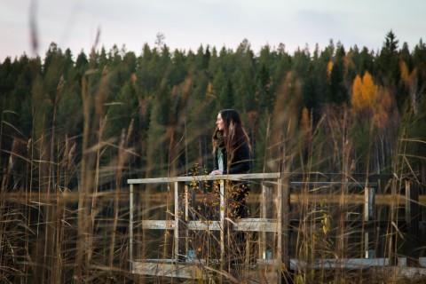 Att intervjua en proffsfiskare vid Djuptjärn i Svensbyn är en utmaning.