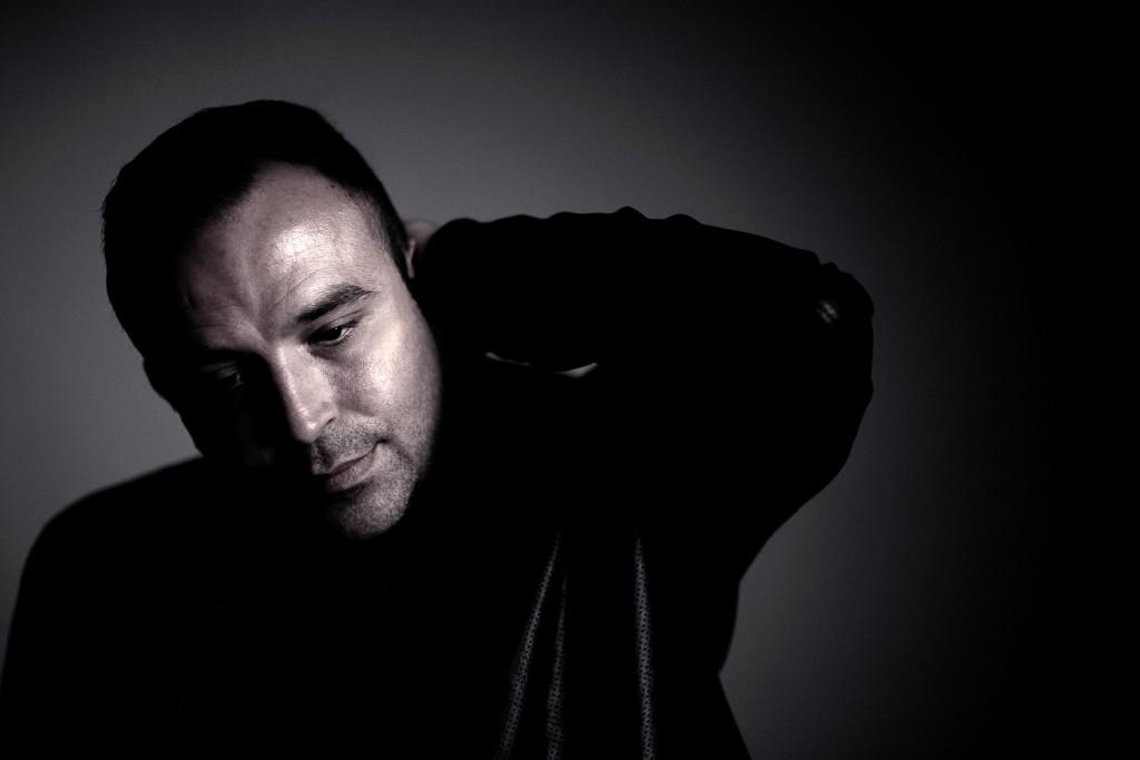 Bjonko uppträder med liveband och bjuder på modern balkanmusik och romska influenser