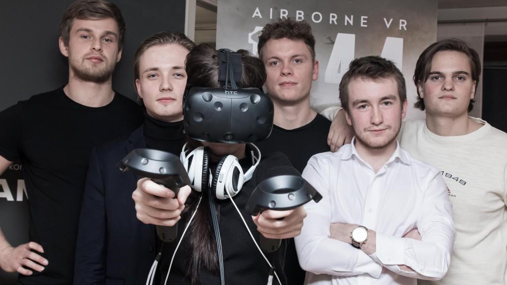 VR-glasögon är verkligen årets julklapp enligt Vardia och vi kan inte annat än att hålla med.