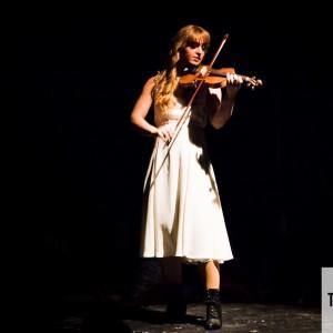 Ett otippat och synnerligen vackert ögonblick med Anna Moraeus på fiol.